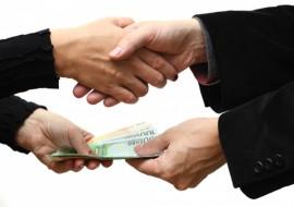 Деньги в долг в Москве – как получить, не выходя из дома?